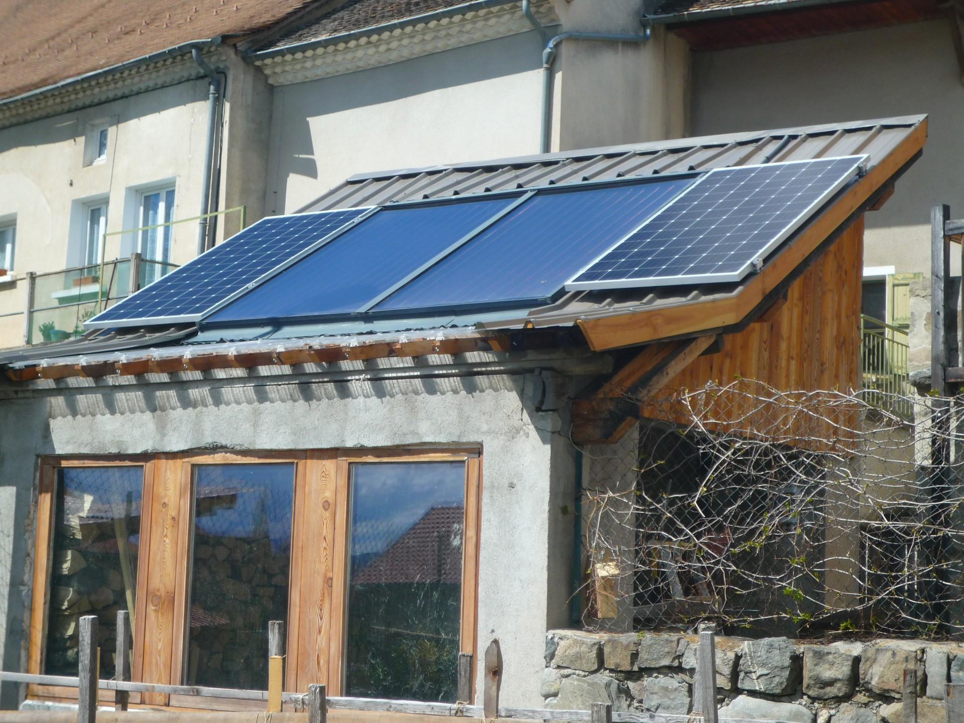Le thermique au milieu et le photovoltaïque aux bords